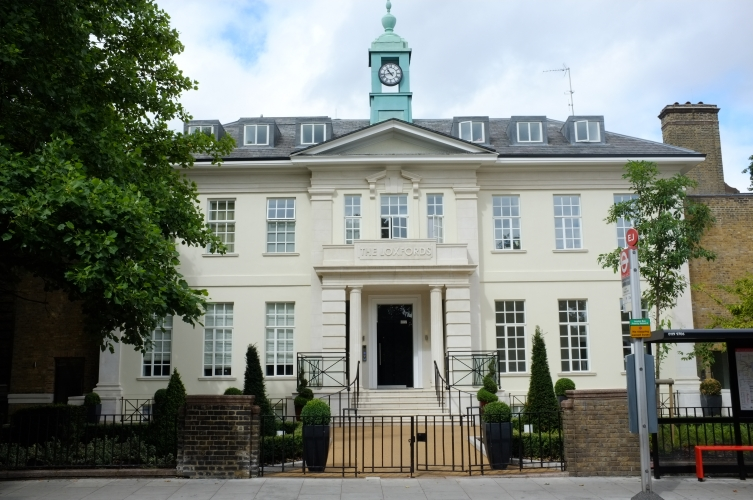 A luxury development comprising the refurbishment of a Regency mansion and the new build of townhouses and apartments set around a landscaped garden.